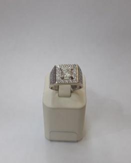Золотое кольцо 750 пробы